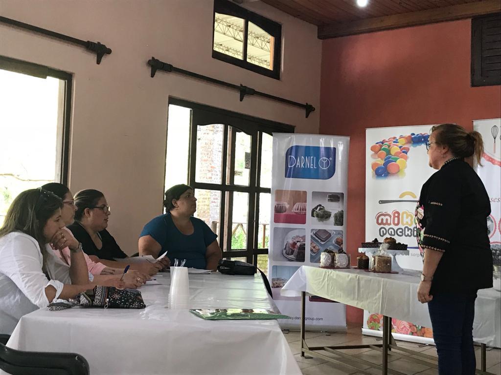 DARNEL PRESENTE EN EL TALLER DE REPOSTERÍA ARTESANAL NAVIDEÑA